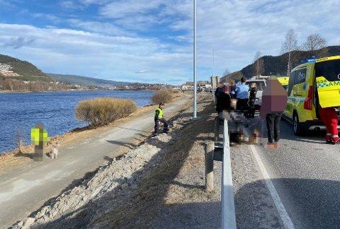 ÅSTED: Her på stien langs E134 i Mjøndalen ble det dramatisk tirsdag ettermiddag. En hund hadde gått til angrep på flere personer.