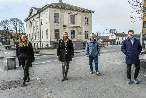 SPØRSMÅL: De håper det kommer inn mange spørsmål. Fra venstre sees Hanne Lund-Nilsen fra NND, Aremarks Nina Krafft Skolleborg, Haldens Henrik Diskerud Meyer og Edvin Norheim Edvardsen fra NND.