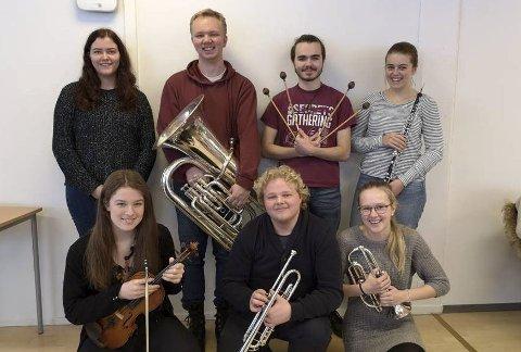 KONSERT: Elevene ved musikklinja hjelper elever i Moldova ved å holde konsert.