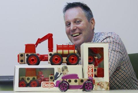 BYGGESETT: Terje Gundersens leketøysverden har foreløpig disse produktene. Han er åpen for investorer og kapital til å videreutvikle med flere produkter.FOTO: HARALD NORDBAKKEN