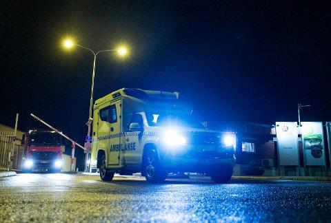 Inngangen ved Hydro Karmøy nå i kveld. Samtlige nødetater rykket ut etter at det oppstod brann i et elektrisk anlegg.
