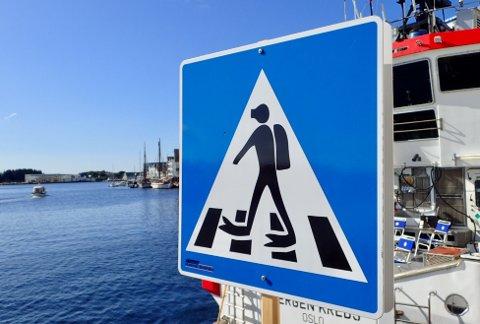 ANGÅR DYKK: Har du sett dette skiltet på Indre kai i Haugesund? Foto: Tor Andre Johannessen.