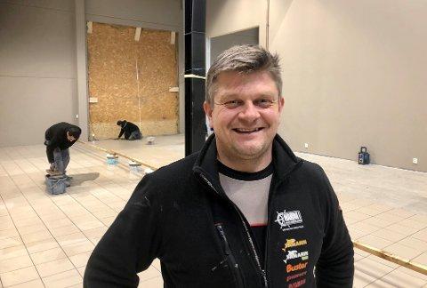 GODT ÅR: 2020 ble tidenes sesong for båtforhandleren Marina AS. - Ved påsketider i fjor tok det helt av og det gikk i et bankene kjør til sensommeren, forteller Trond Osmundsen.