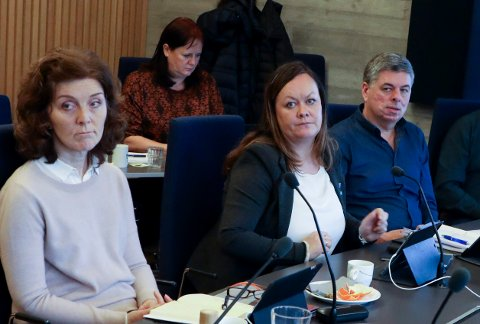 KLAR I TALEN: I formannskapsmøte i Tysvær tirsdag ble mobbesaken tatt opp etter innsendt spørsmål fra politikerne til rådmannen. (f.v) Gunn Marit Lygre (KrF), Sissel Hansen Tysse (H) og Arvid Benes Bakken (H).