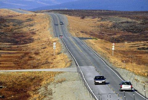 RÅKJØRING: Med rette strekk på flere kilometer, er Sennalandet yndet for grisekjørere.
