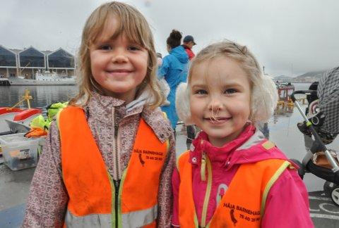 – DEN BESTE TUREN VI HAR VÆRT PÅ: Synnøve Rønning (6) og Ann-Helen Dahl Nygaard (6) fra Håja barnehage koste seg på Sjøens dag.