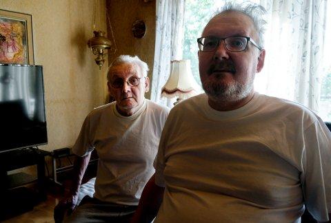 Johnny Paulsen og far John: Det gikk bedre, men Johnny føler seg fanget i et nesten catch-22 når kommunen nå mener han er fullt prosent mobil.