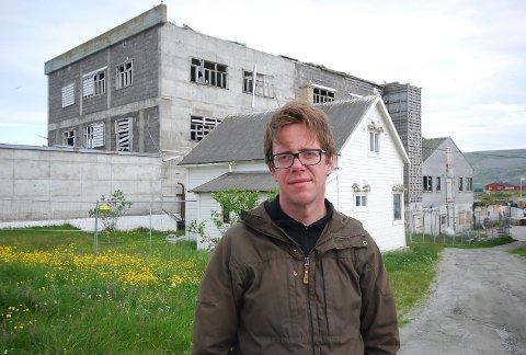 ADVARER MOT RYKTER: Rådmann Jørgen Holten Jørgensen i Berlevåg advarer mot alle ryktene som går, etter at en ung kvinne omkom i kommunen.
