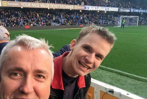 KAMP: Allan Klo og sønnen Ynghve på QPR-kamp på Loftus Road. Her på en hjemmekamp mot Preston North End.