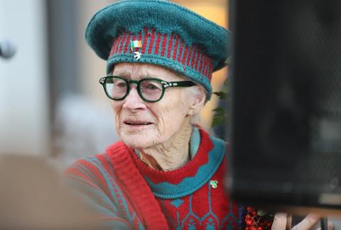 Shirley Bottolfsen tok til tårene da hun kom til Glasshuset lørdag ettermiddag.