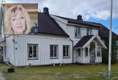 SELGER DRØMMESTEDET: Solfrid Stene (innfelt) selger Søndre Pavestad gård og innrømmer at det er koronakrisa som er årsaken.