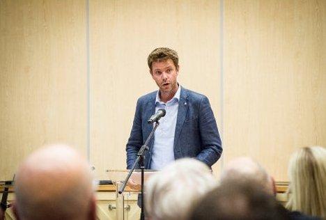 Om stillhet: Truls Vasvik ber folk om å passe på hverandre, hjelpe og ta hensyn. Foto: Østlands-Posten