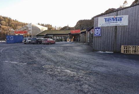 PLANTASJEN INN: Trond Farsjø drev tidligere fra disse lokalene i Sannidal. Nå er det Plantasjen som har flyttet inn og er leietaker av banken.