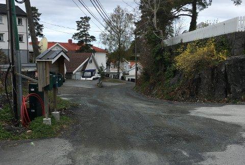 STENGT: På grunn av asfaltarbeid blir denne strekningen av Vestheiveien, ned mot krysset til Kalstadveien, bli stengt førstkommende tirsdag. (Foto: Nico Jørgensen)