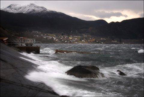 RUSKUT Å LEGGJA UTPÅ: Det er venta storm langs kysten torsdag. I Kvinnherad kan vi venta oss kraftige vindkast. (Illustrasjonsfoto frå arkivet)