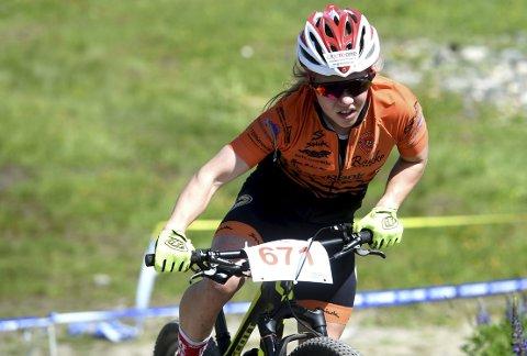 SUVEREN: Helene Marie Fossesholm tok en ny overlegen seier i NM i terrengsykling.