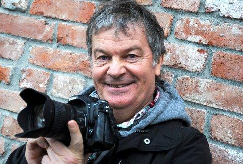 STILLER UT: Fotograf og frilansjournalist Stein Styve stiller ut fotografier med dansemotiver på Lierbyen bibliotek.