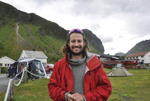 Ikke som planlagt: Kristian Kristiansen kom til Lofoten i forrige uke i håp om å gjennomføre 31 Ironman på 31 dager. Det gikk ikke helt som planlagt for svensken, men det var ingenting å si på humøret. Foto: synne Mauseth