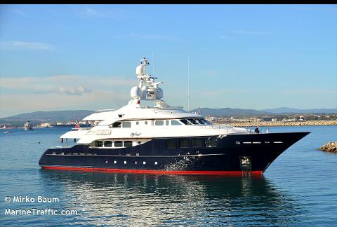 """I LOFOTEN: Den 45 meter lange luksus-yachten """"Awatea"""" er på besøk i Lofoten."""