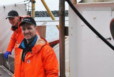 UTFORDRENDE: Koronapandemien har gjort det utfordrende for Ketil og Ørjan Sandnes å følge byggingen av båten som skjer på Island.