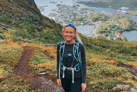 Malin Sæternes Øverås på en av de mange fjellturene som hun har gått i løpet av kort tid.