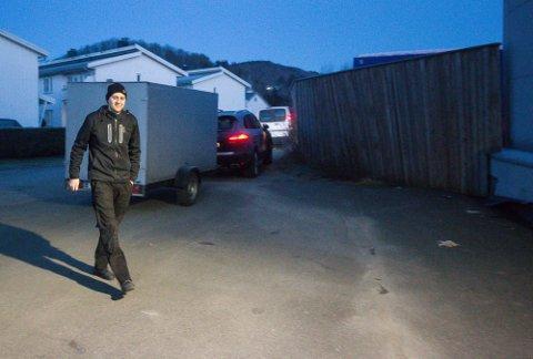 MASKINER: Daniel Færøykavlen tar sikte på å hente hjem og selge 20 maskiner som kan produsere munnbind.