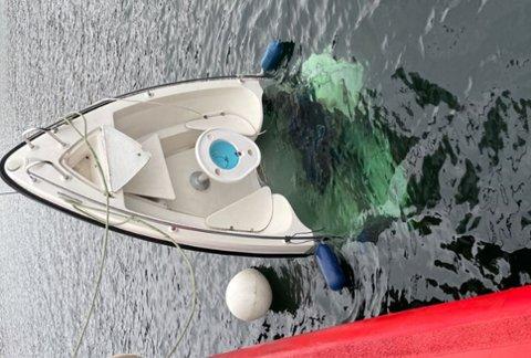 BÅTEN: Politiet vet fortsatt ikke hva som har skjedd med mennene fra Lyngdal og Lindesnes som var om bord i båten som ble funnet drivende.