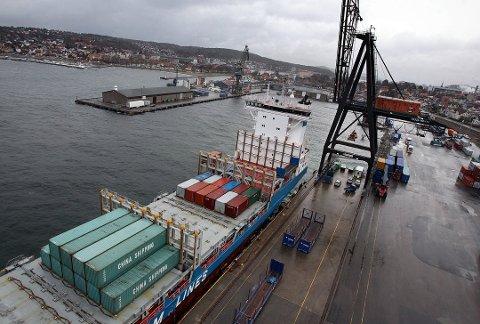 POLITISK: Havnearbeidere ved Moss havn streiker på onsdag.