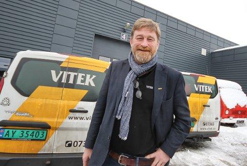 Ny eier: Carl Christian Sibbern i Vitek AS har fått ny eier og er ikke lei seg for det.