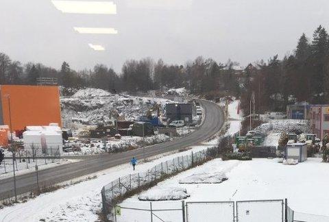 Brøytebilene kjørte forbi gang- og sykkelveien til Årvoll - som lå ubrøyta på 2. døgnet.