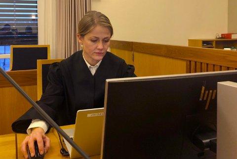 FENGSEL: Statsadvokat Aud Kinsarvik Gravås mener at den tiltalte mannen etter drap og likskjending på Balaklava i fjor høst bør dømmes til fengsel i 14 år og seks måneder. - Jeg vurderte også forvaring, men kom frem til at tidsbestemt straff var mest riktig, sa hun i sin prosedyre onsdag.