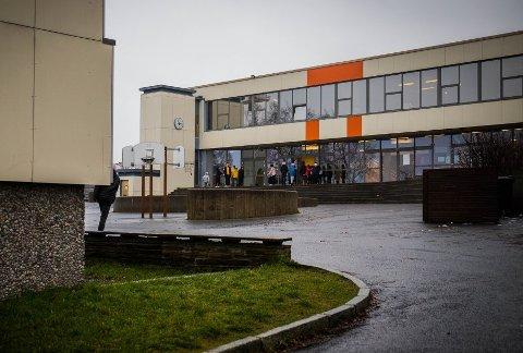 STRENGERE TILTAK: Søndag 24. januar kom Folkehelseinstituttet med flere forsterkede anbefalinger for smitteverntiltak for ansatte i skoler og barnehager.