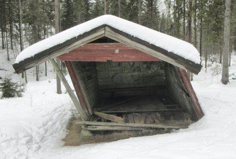 KLOKKERUD-BUA: Bymiljøetaten vil reparere denne bua hvis det er mulig å få til med enkle midler.         Foto: Privat