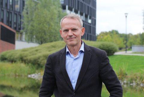 INTERNASJONALT ANERKJENT: Dag Sjøberg fra MDG jobber som professor i informatikk på Universitetet i Oslo. Flere år som anerkjent forsker og lange arbeidsuker har gjort at han i dag har en lønn over gjennomsnittet blant andre professorer på UiO, og over gjennomsnittslønnen i Oslo.