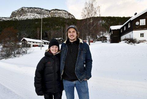 Tar over: Samboerparet Camilla Jacobsen og Ole Magnus Bratvold Aamodt tar over hjemstedet til Aamodt på Sjoa rundt nyttår, og satser på vandrerhjem og rafting. Garden har totalt 17 bygninger. Jorda leies bort.
