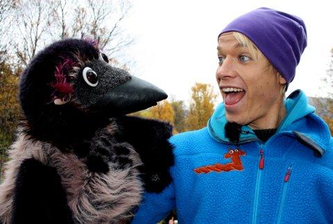 PÅ BESØK: At Christer Johnsgård stiller som gjest i JoMos Kosmos er helt naturlig, som denne kompisen ville ha sagt. Vi ønsker også gjerne spørsmål fra Kråka.