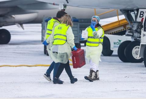 TEST: Mange har blitt testet på Tromsø lufthavn siden mars 2020. Her er et bilde fra testing i 2020.