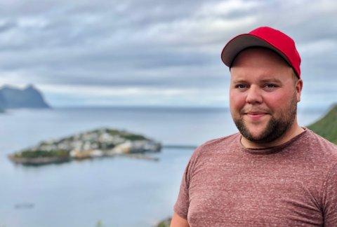 FLYTTET NORDOVER: Henrik Gullberg Meland sitt fagbrev som elektriker blir liggende i skuffa. På friturene heretter blir det å ta tak i den åpne kvota på 10.000 kilo torsk. En oppgave han ser på som en hobby – selv om han arbeider som fisker.