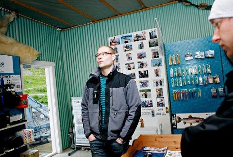 SVART HAV: Lauklines kystferie har mistet kundene etterhvert som grensene ble stengt til flere europeiske land. Daglig leder Andreas Nilsen (t.v.) sammen med fiskeansvarlig Markus Åhlund.