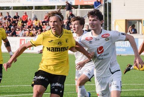 DUELL: Nicolai Fremstad i kamp med Sogndals Eirik Lereng.