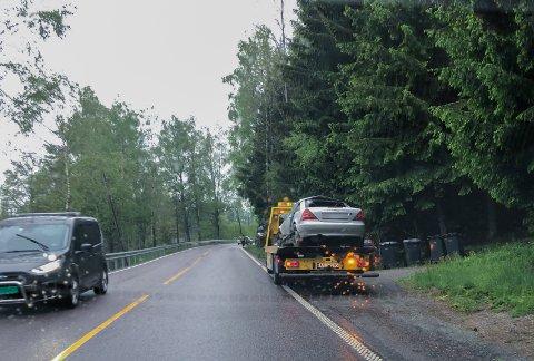 I GRØFTA: Føreren av denne bilen kjørte av veien ved Jørgenrud i Ski torsdag ettermiddag.