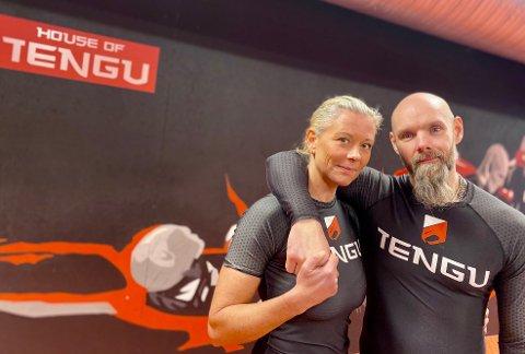 HJERTE OG SJEL: Gunn Odvold og Pawel Widuto startet som kunde og trener, men er blitt både forretningspartnere og kjærester. Nå har de drevet treningssenteret House of Tengu/Luna Yoga på Langhus sammen i ett år, og alt er på stell.