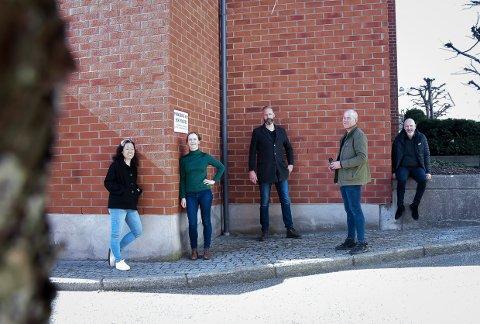SATSER SAMMEN: Fra venstre: Jannicke Lie Larsen, Signe Steinnes, Pål André Numme, Dag G. Nordsveen og Geir-Atle Johnsen utgjør Mixed Pepper.