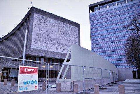 """""""Fiskerne"""" av Picasso og Nesjar på Y-blokkas endevegg."""