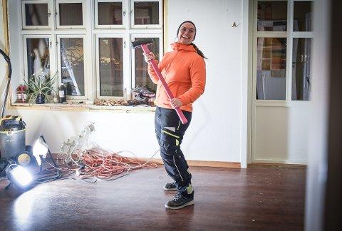ENGASJERT: Silje Marie Norris er ikke redd for å ta i et tak. – Neste prosjekt er familiehytta, ler hun.