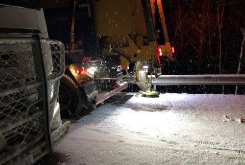 KUNNE VÆRT BEDRE: Prosjektleder hos Svevia, Per Emil Bjerke, er klar på at det kunne vært utført bedre vintervedlikehold på riksveg 3 tirsdag kveld.