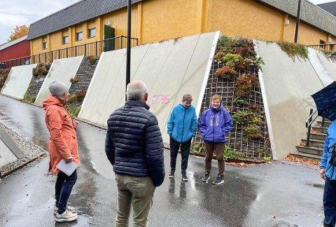 VANDRING I SENTRUM: Plansjef Kristin Ødegård Bryhn i Løten kommune fikk innspill fra blant andre Torgunn Mosfjeld og Bodil Sveen.