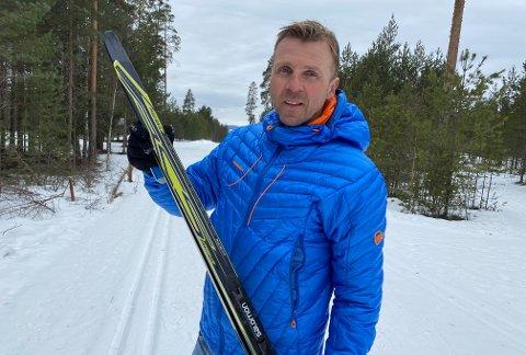 SPREK: Bjørn-Tore Lunde (49) har godt og vel rundet Svartholtet. Forrige fredag gikk han 220 kilometer i skogholtet, og var ikke en gang nevneverdig sliten da han var ferdig. – Jeg trives når det er seigt, langt og hardt, konstaterer 49-åringen.
