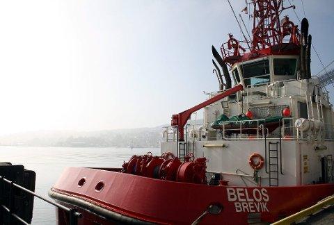 Når det er tåke, blir skipstrafikken dirigert til å holde sakte fart i skipsleden i Grenland. De siste dagene har det vært tett morgentåke på kysten, som her i Breviksstrømmen.