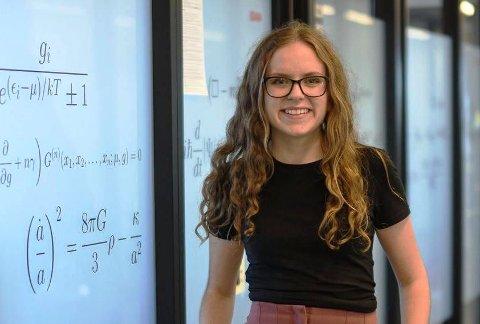 Ceclie Glittum fra Langesund har fått superstipend fra Kjell Inge Røkke og Aker for å dra til Universitetet i Cambridge for å ta en doktorgrad i fysikk.